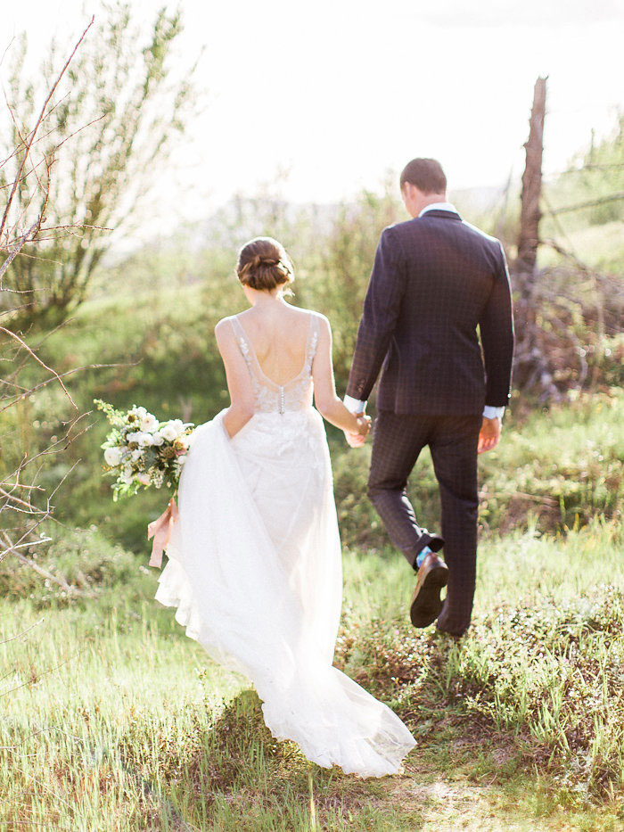 pacific-northwest-columbia-river-rustic-vintage-floral-blue-wedding-inspiration38
