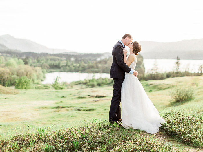 pacific-northwest-columbia-river-rustic-vintage-floral-blue-wedding-inspiration51