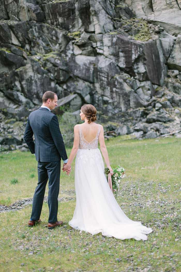 pacific-northwest-columbia-river-rustic-vintage-floral-blue-wedding-inspiration68