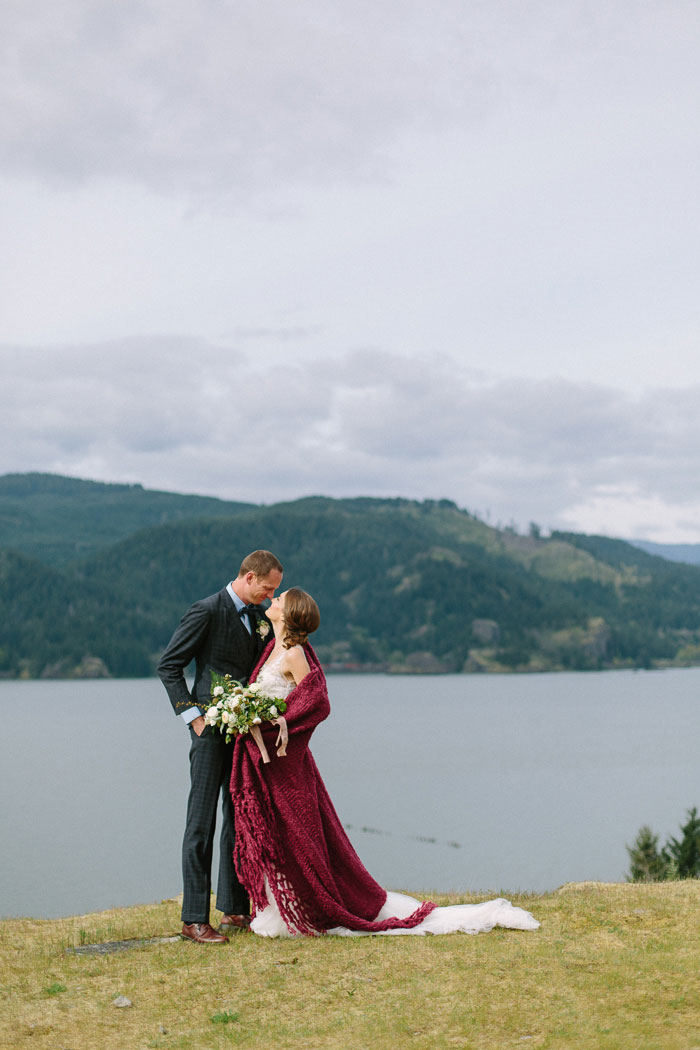 pacific-northwest-columbia-river-rustic-vintage-floral-blue-wedding-inspiration73