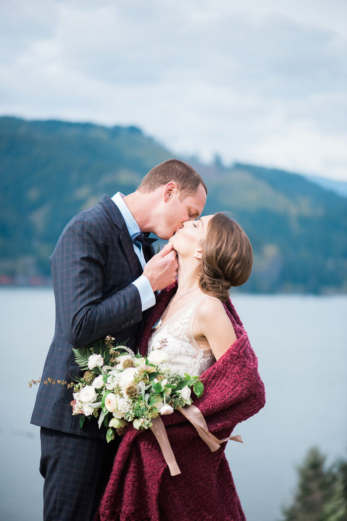 pacific-northwest-columbia-river-rustic-vintage-floral-blue-wedding-inspiration93