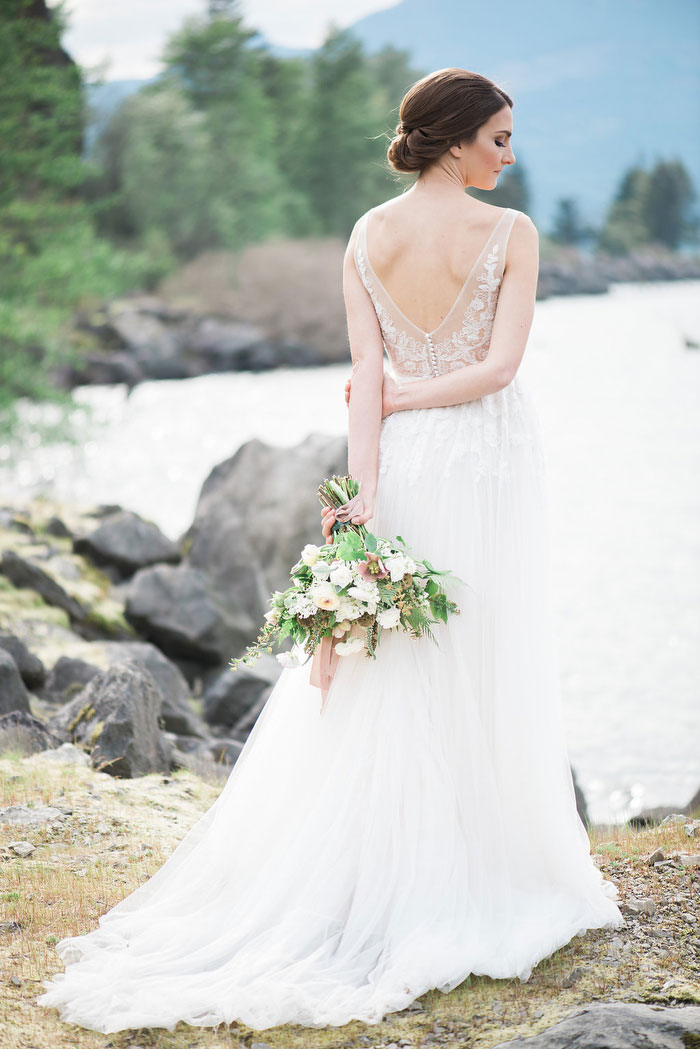 pacific-northwest-columbia-river-rustic-vintage-floral-blue-wedding-inspiration95