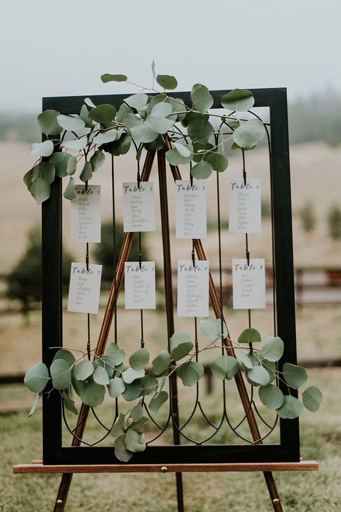 sacred-mountain-retreat-vineyard-black-white-wood-rustic-relaxed-elegant-wedding-inspiration11