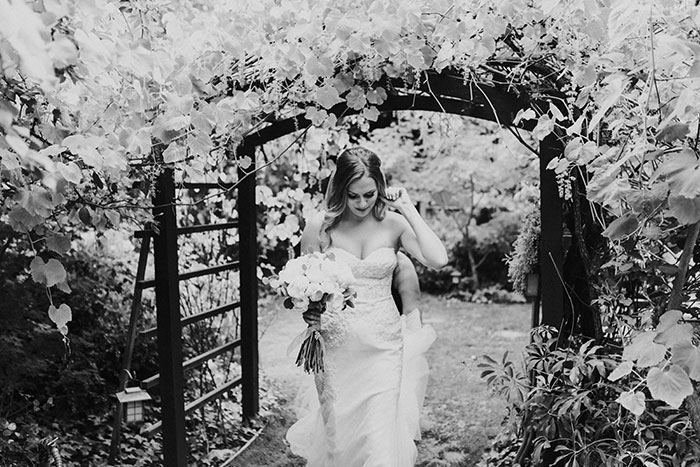 sacred-mountain-retreat-vineyard-black-white-wood-rustic-relaxed-elegant-wedding-inspiration19