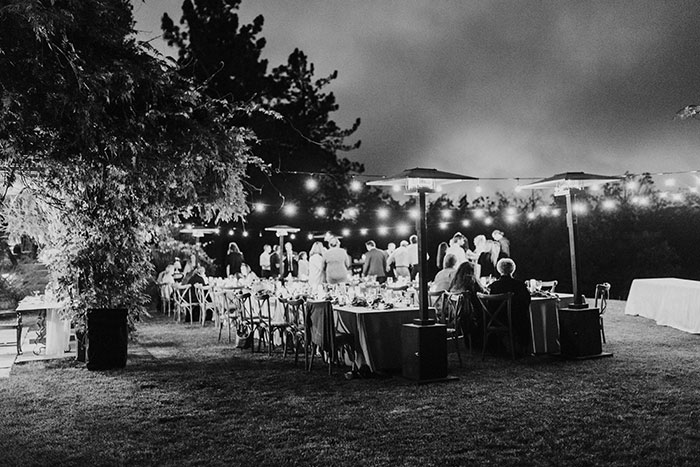 sacred-mountain-retreat-vineyard-black-white-wood-rustic-relaxed-elegant-wedding-inspiration31-1