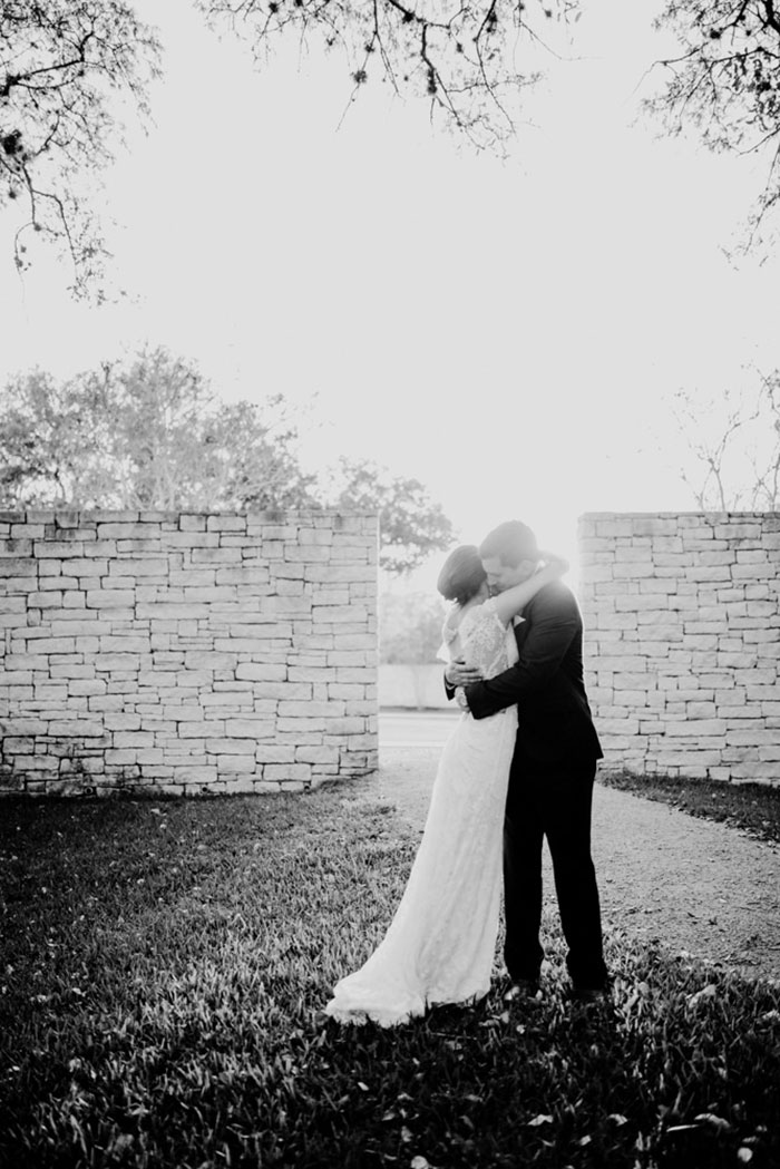 san-antonio-hyatt-regency-hill-country-resort-lace-elegant-white-wedding-inspiration15