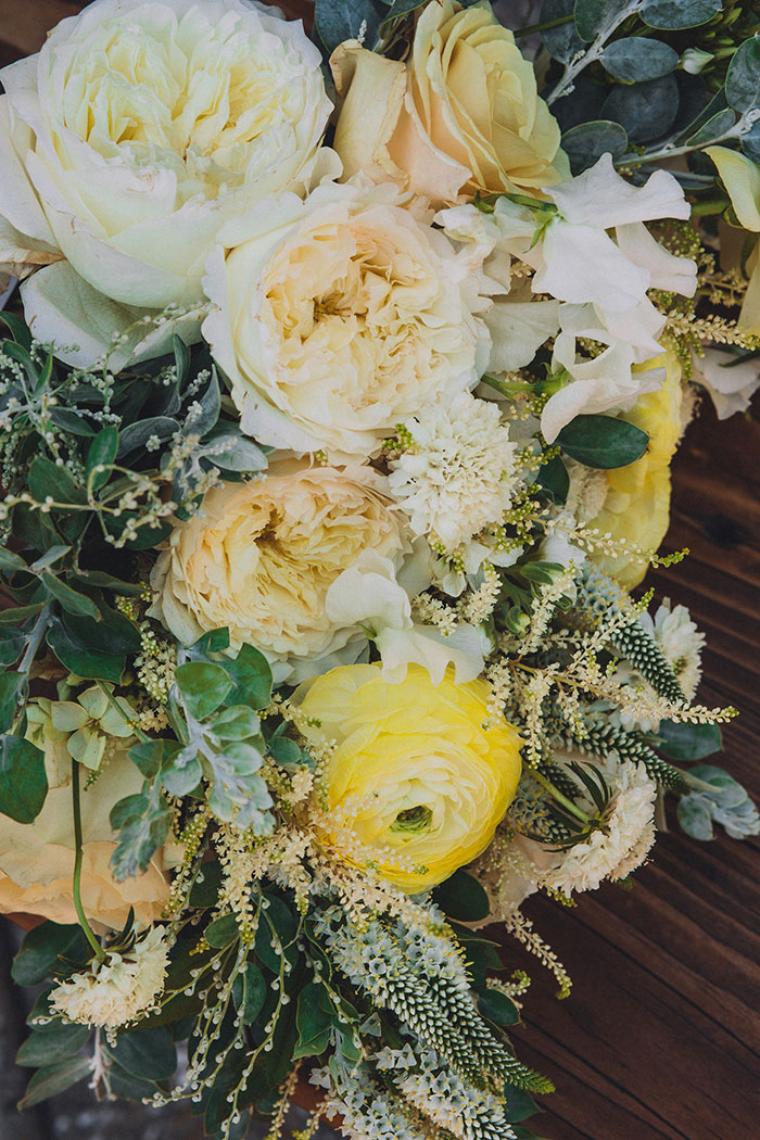 smogshoppe-los-angeles-yellow-succulent-modern-zoo-inspired-wedding-ideas10
