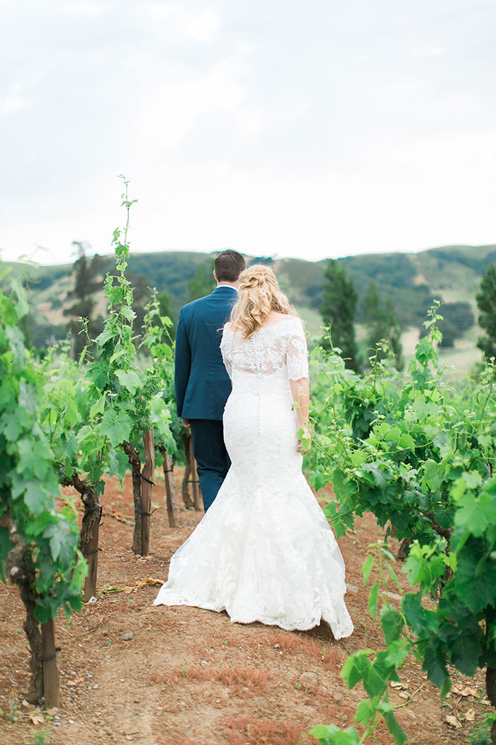 viansa-sonoma-wine-country-pink-peony-gold-wedding-inspiration34
