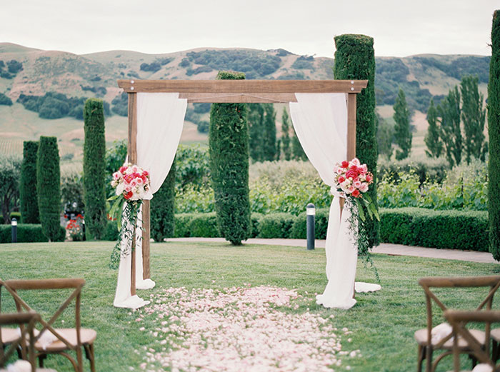 viansa-sonoma-wine-country-pink-peony-gold-wedding-inspiration49