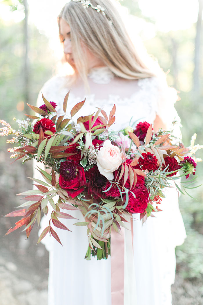 woodlands-lush-red-china-floral-bohemian-wedding-inspiration38