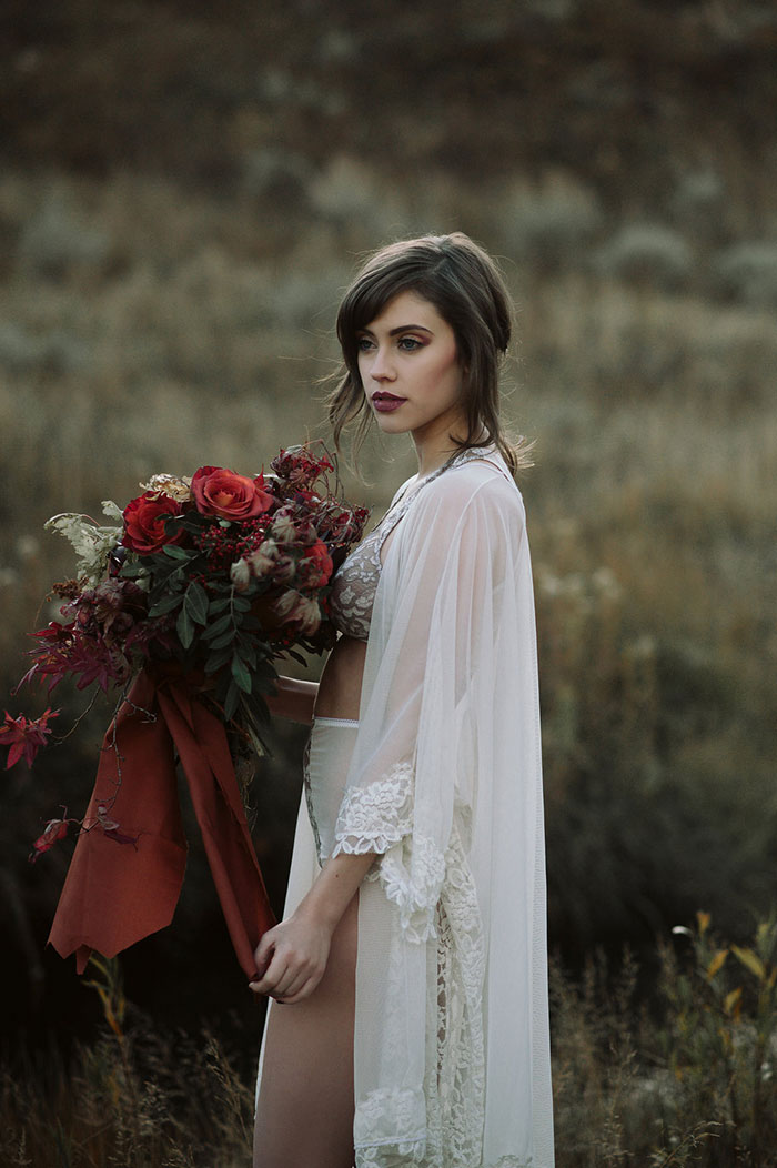autumn-red-vintage-mountain-boudoir-moody-wedding-inpiration00