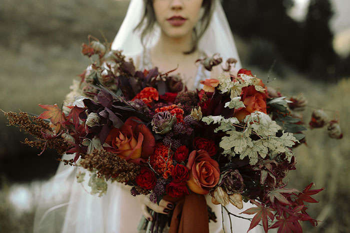 autumn-red-vintage-mountain-boudoir-moody-wedding-inpiration05