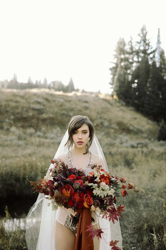 autumn-red-vintage-mountain-boudoir-moody-wedding-inpiration06