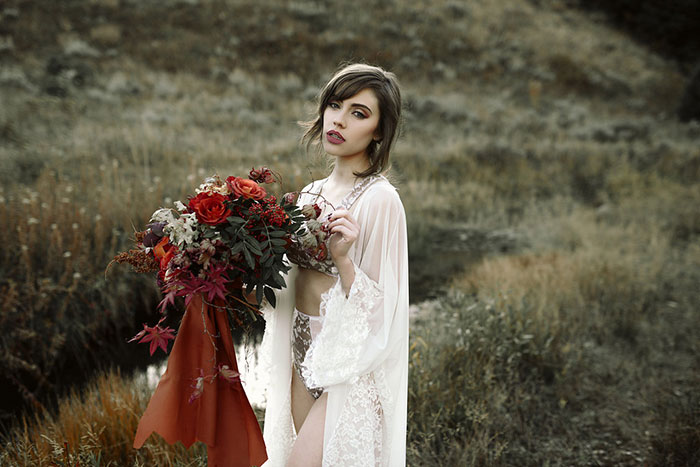 autumn-red-vintage-mountain-boudoir-moody-wedding-inpiration14