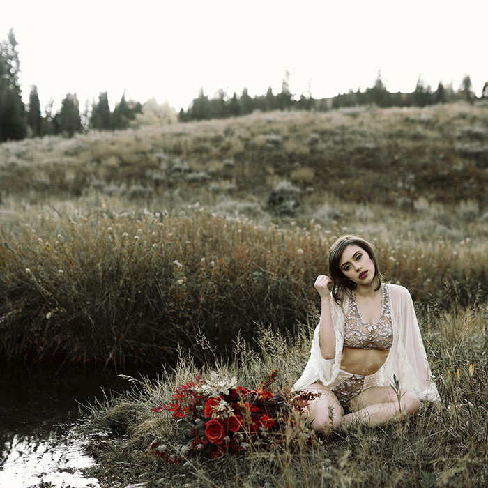 autumn-red-vintage-mountain-boudoir-moody-wedding-inpiration15