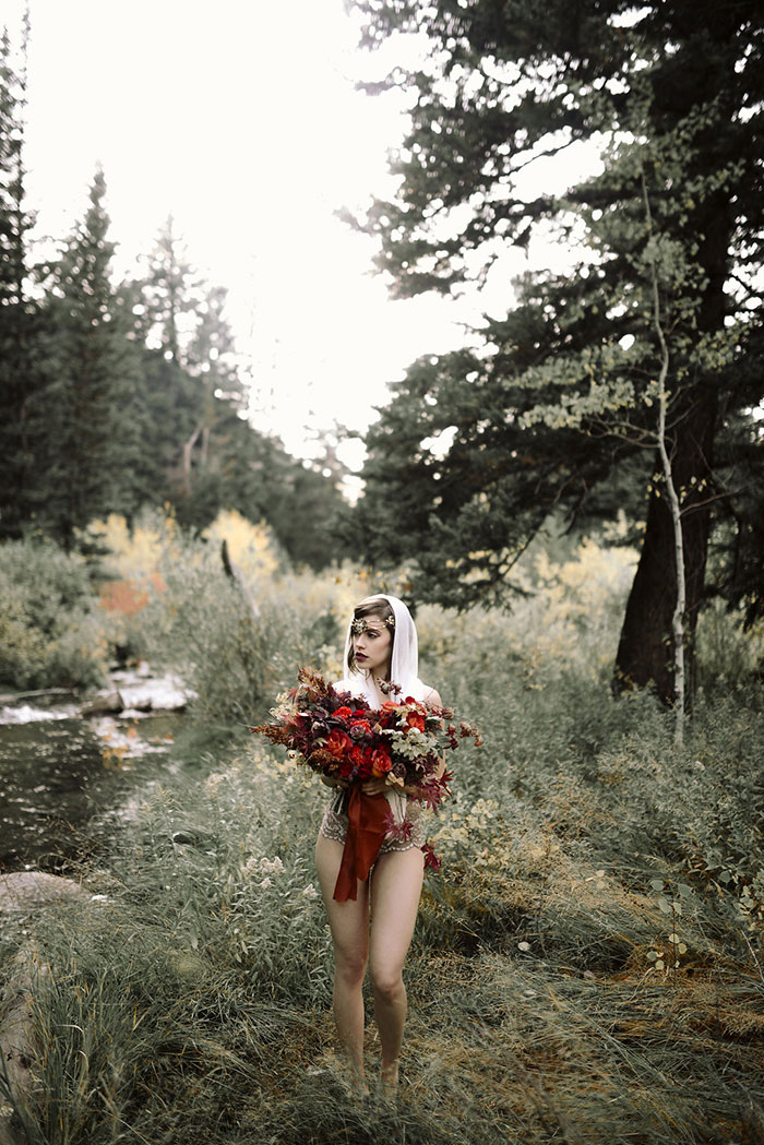 autumn-red-vintage-mountain-boudoir-moody-wedding-inpiration22
