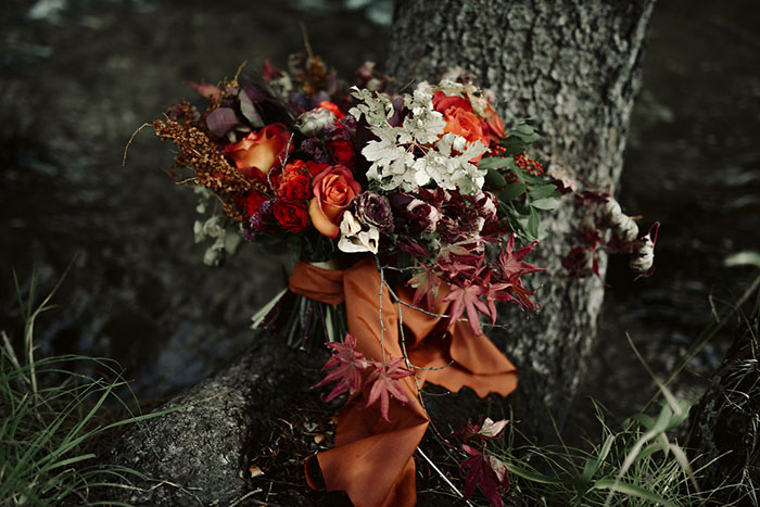 autumn-red-vintage-mountain-boudoir-moody-wedding-inpiration32