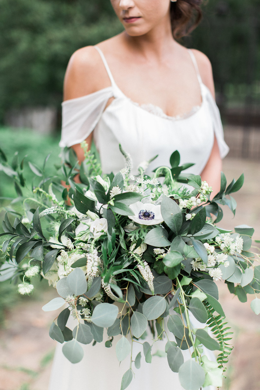european-charm-blue-green-airy-vintage-pittsburg-wedding-inspiration01