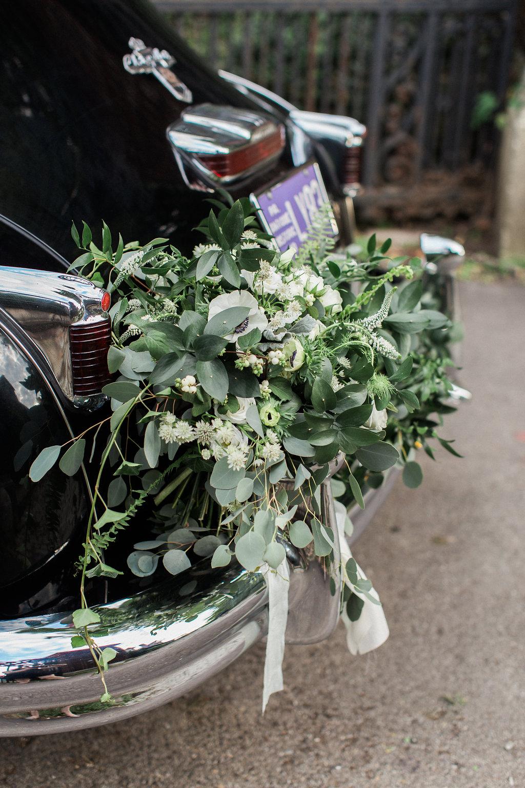 european-charm-blue-green-airy-vintage-pittsburg-wedding-inspiration02
