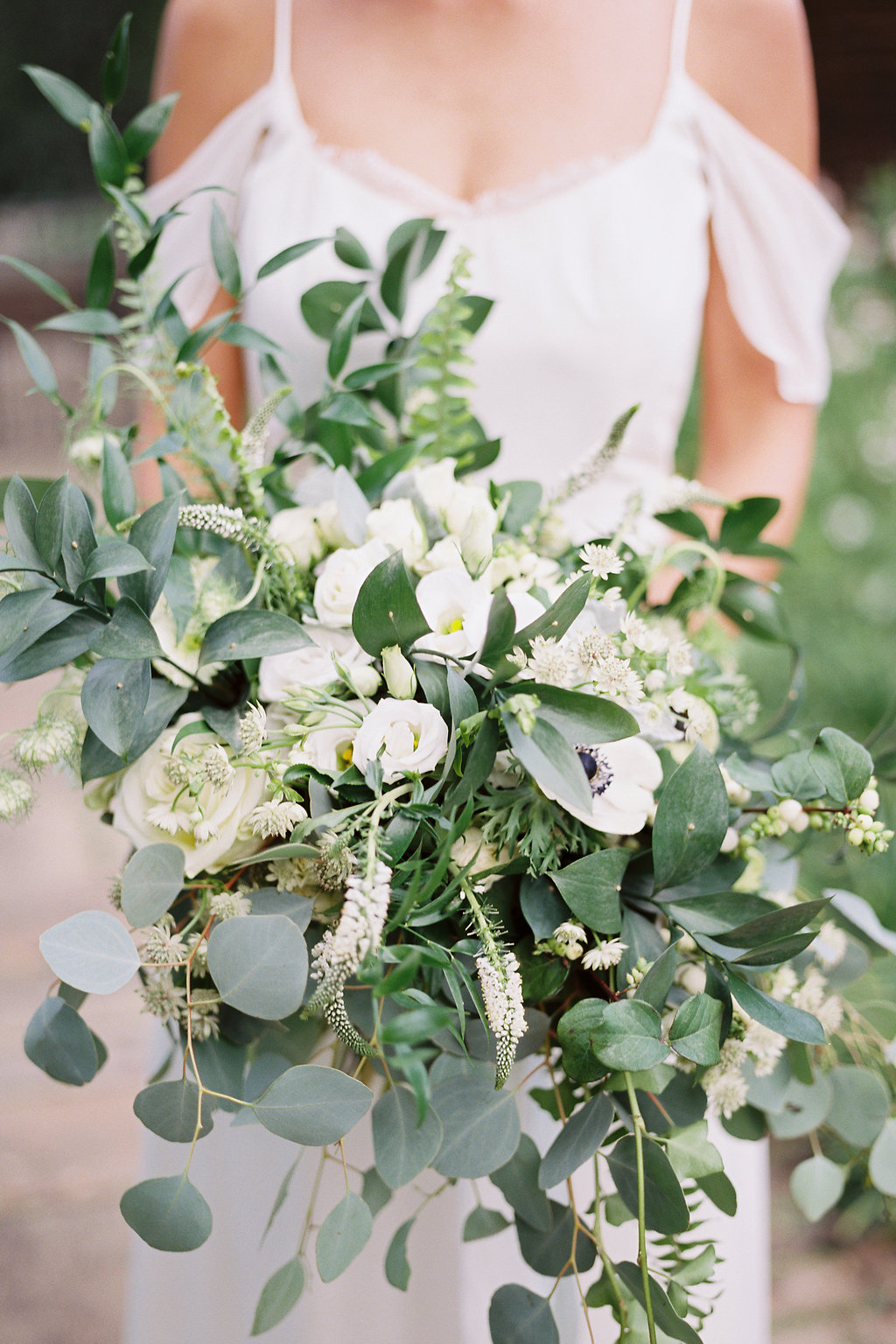 european-charm-blue-green-airy-vintage-pittsburg-wedding-inspiration18