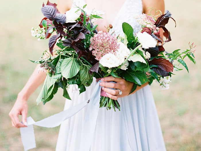 intimate-autumn-wedding-muted-gray-blue-dreamy-inspiration16