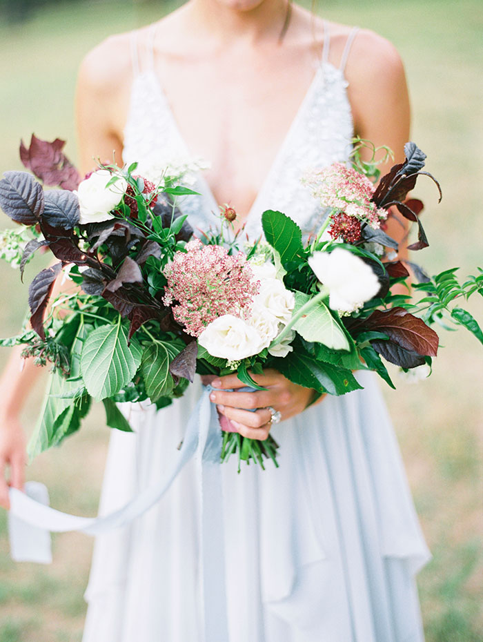 intimate-autumn-wedding-muted-gray-blue-dreamy-inspiration17