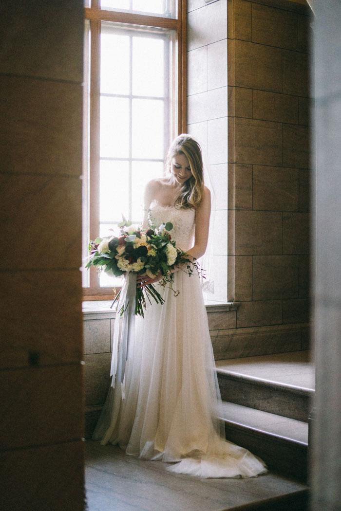 james-j-hill-library-saint-paul-minnesota-historic-classic-winter-wedding-inspiration04