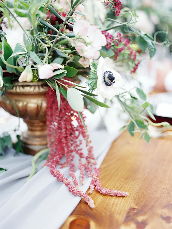 pomegranate-vintage-red-velvet-holiday-blue-wedding-inspiration-shoot11