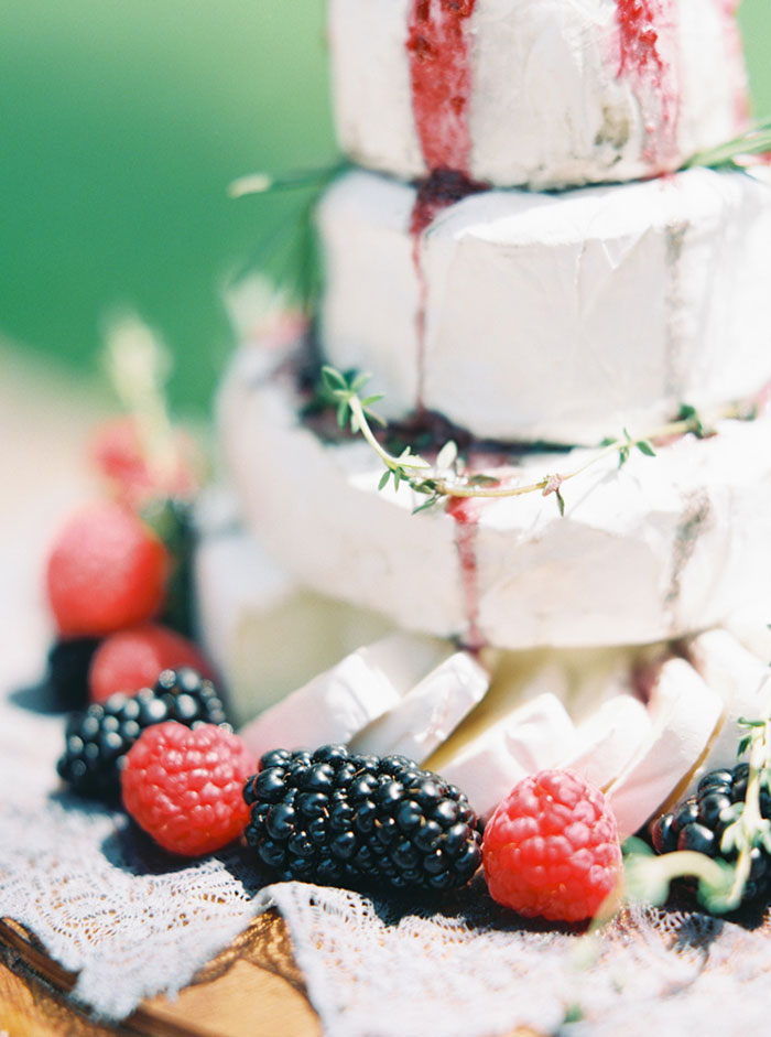 pomegranate-vintage-red-velvet-holiday-blue-wedding-inspiration-shoot23
