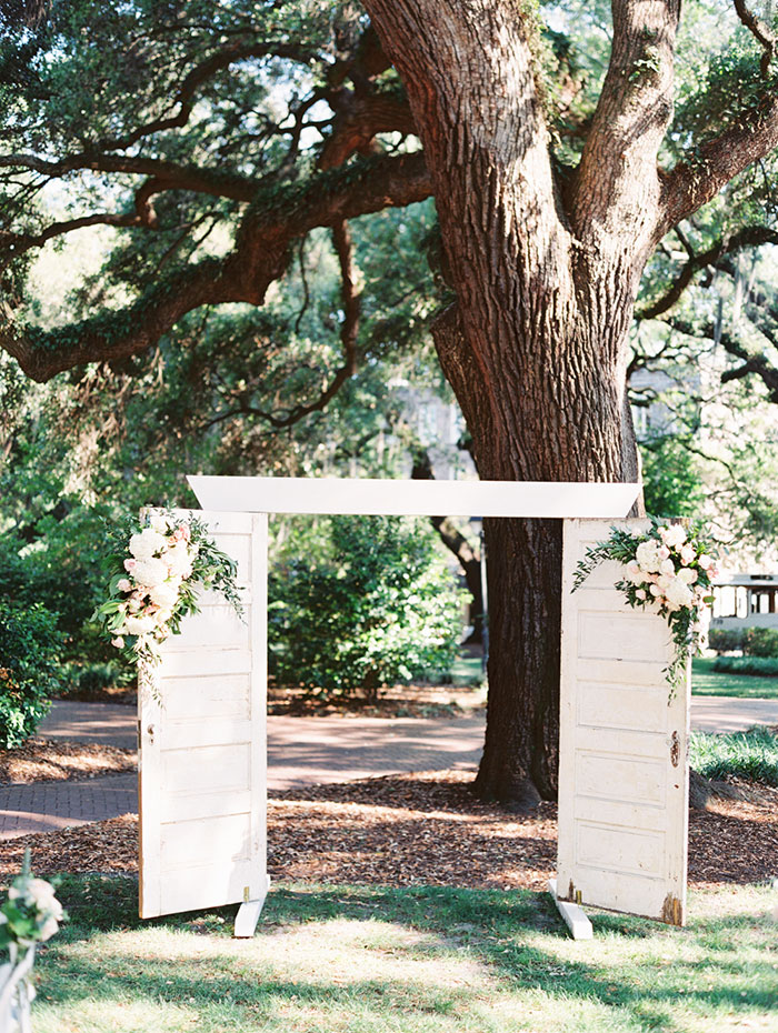 savannah-forsyth-park-wedding-blush-outdoor-ceremony-weddin-inspiration13