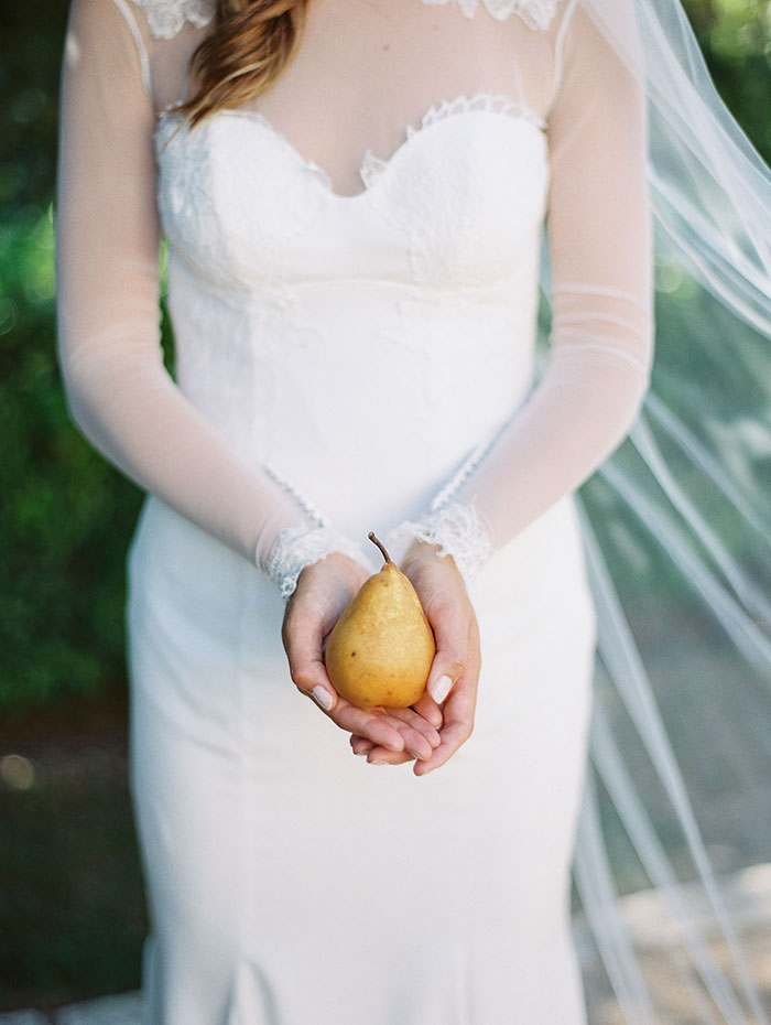 the-contemporary-autin-elegant-pear-fall-wedding-inspiration16