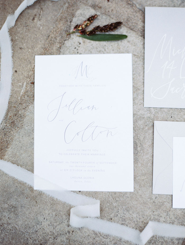 the-contemporary-autin-elegant-pear-fall-wedding-inspiration31