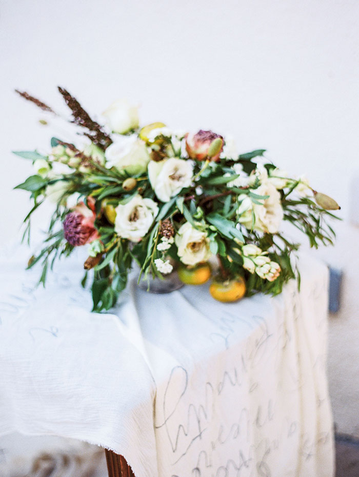 the-contemporary-autin-elegant-pear-fall-wedding-inspiration42