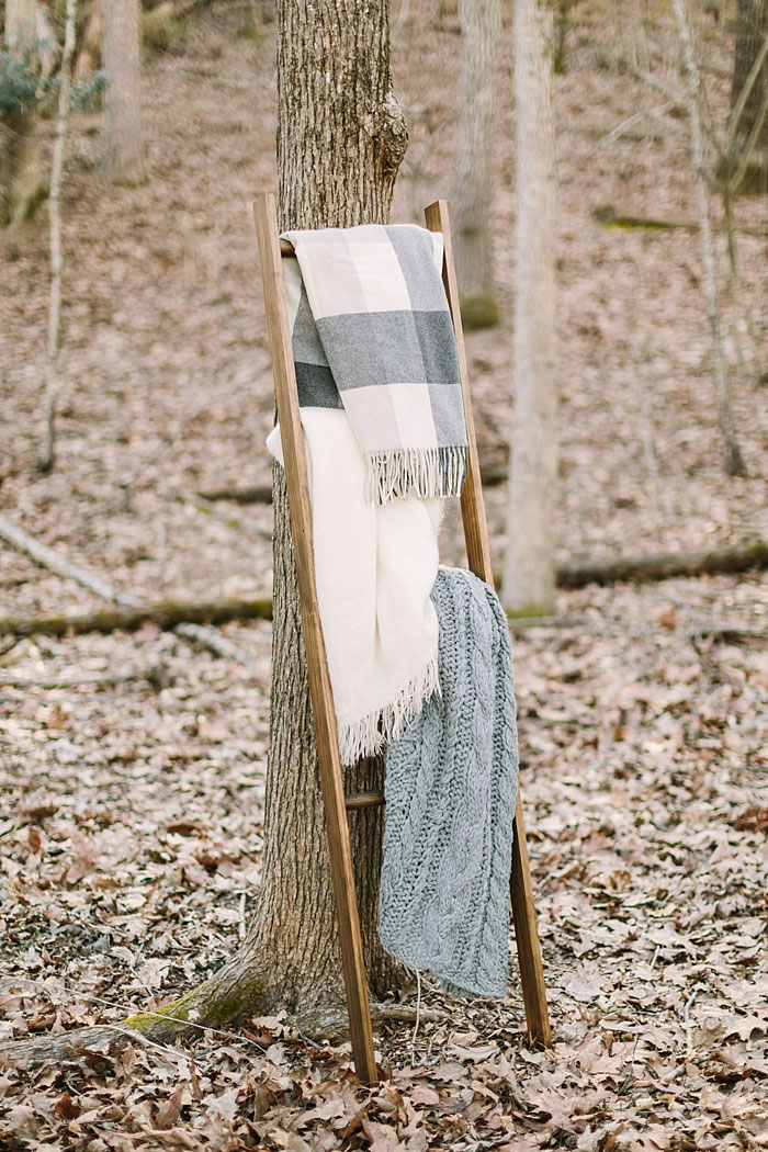 winter-forest-cozy-blanket-rustic-wedding-inspiration05