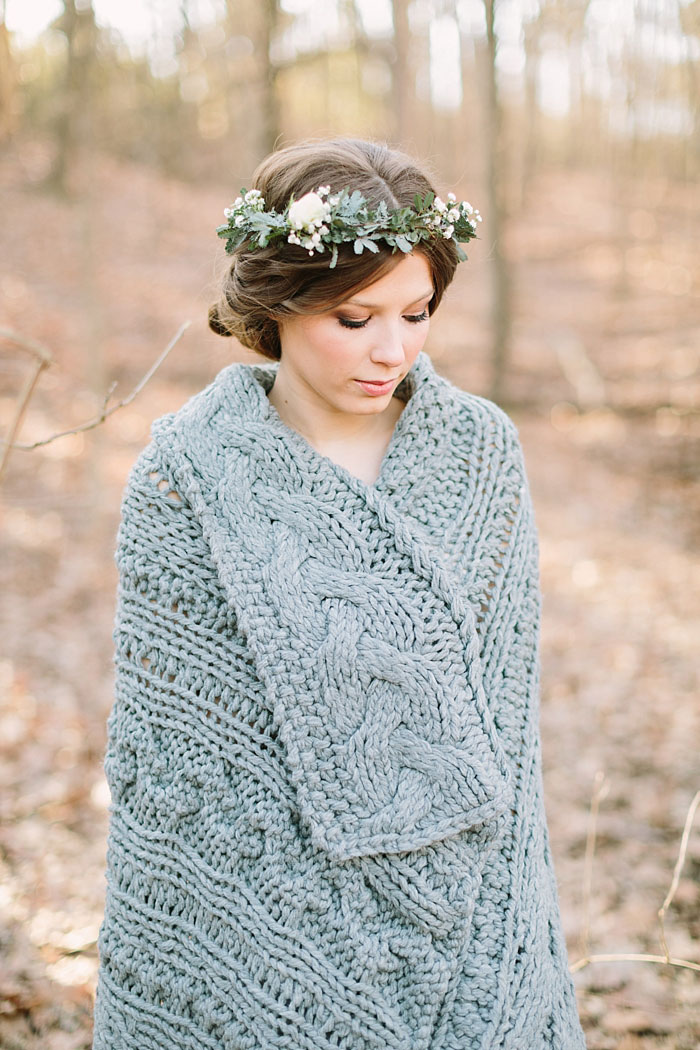 winter-forest-cozy-blanket-rustic-wedding-inspiration07