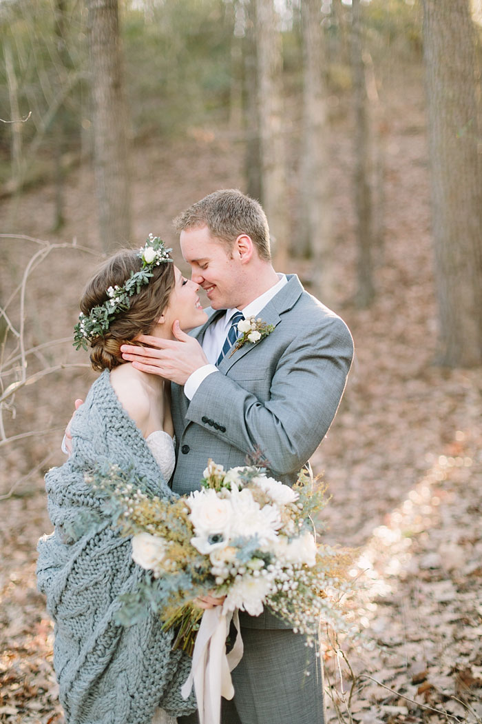 winter-forest-cozy-blanket-rustic-wedding-inspiration10