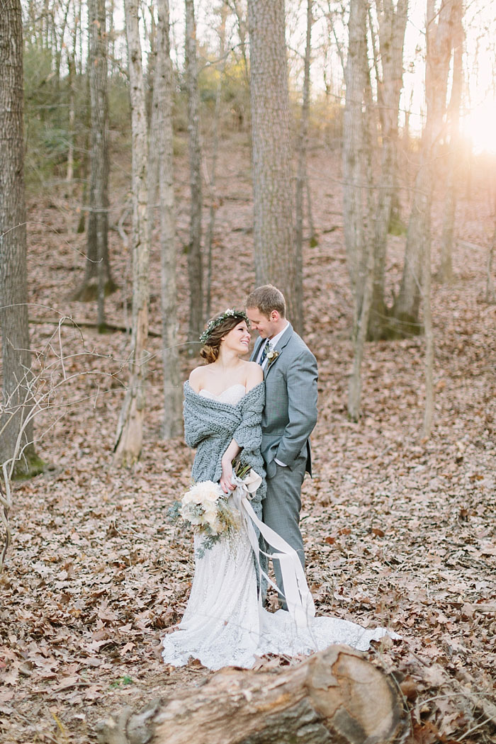 winter-forest-cozy-blanket-rustic-wedding-inspiration15