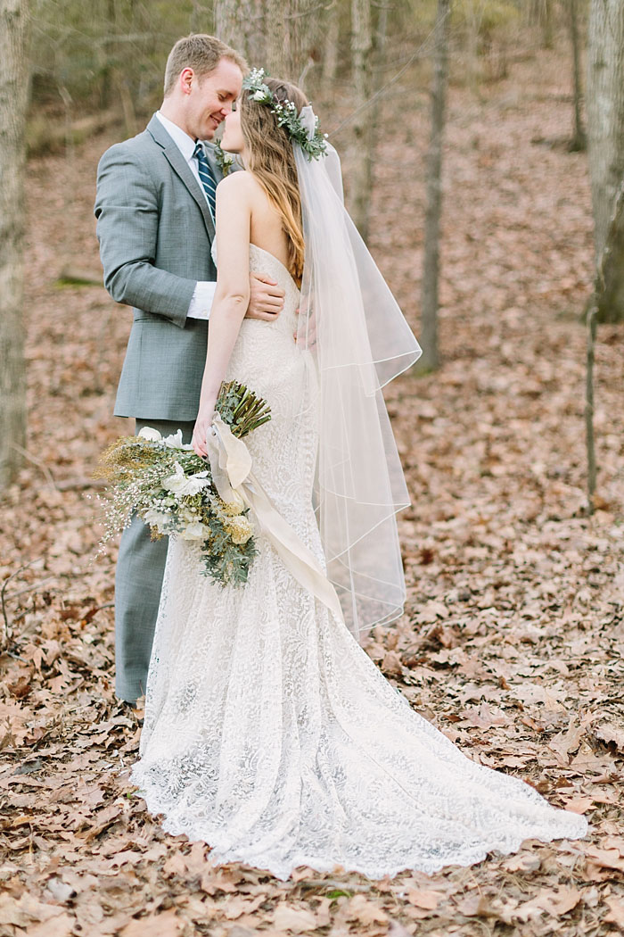 winter-forest-cozy-blanket-rustic-wedding-inspiration22