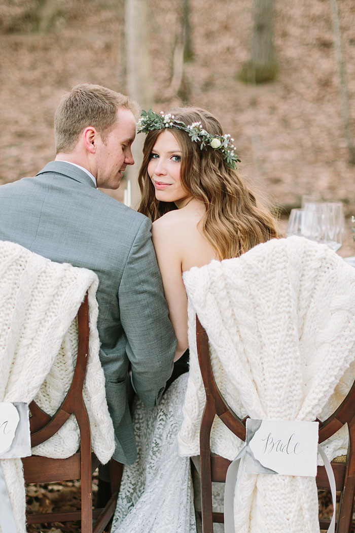 winter-forest-cozy-blanket-rustic-wedding-inspiration25