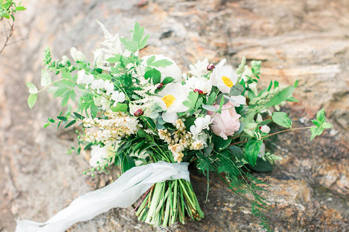 asheville-mountains-north-carolina-blush-yellow-floral-country-wedding-inspiration04