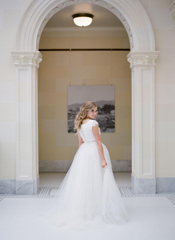 fresh-bright-airy-boho-peony-utah-wedding-inspiration04