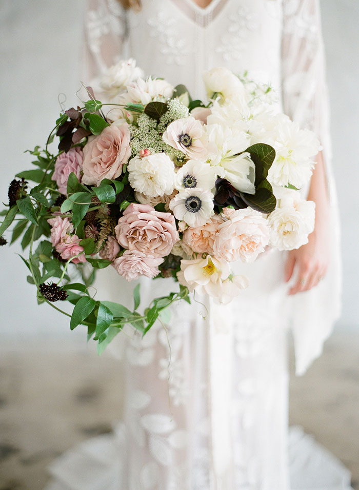 moody-gray-floral-peach-blush-industrial-inspiration-shoot21
