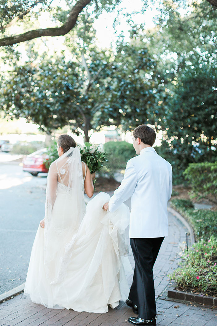 pineapple-aubergene-mardi-gras-south-carolina-preppy-wedding-inspiration01