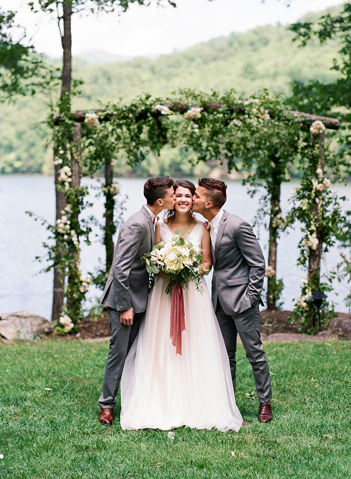 pink-raspberry-lodge-mountain-north-carolina-wedding-inspiration12