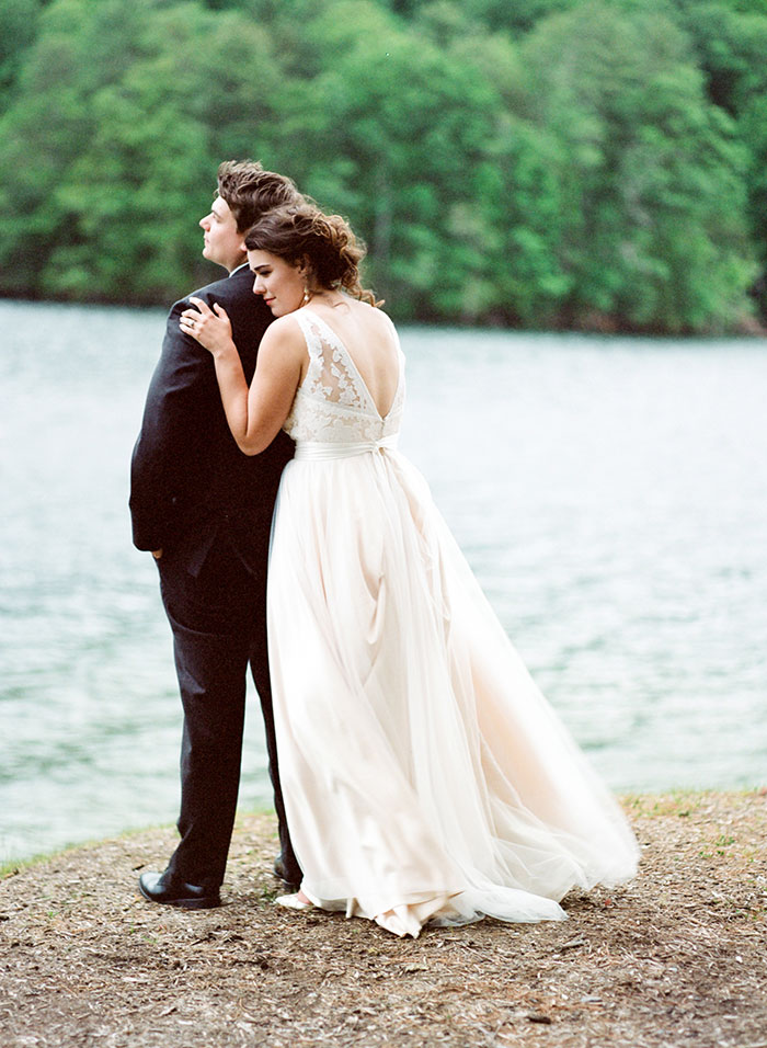 pink-raspberry-lodge-mountain-north-carolina-wedding-inspiration28