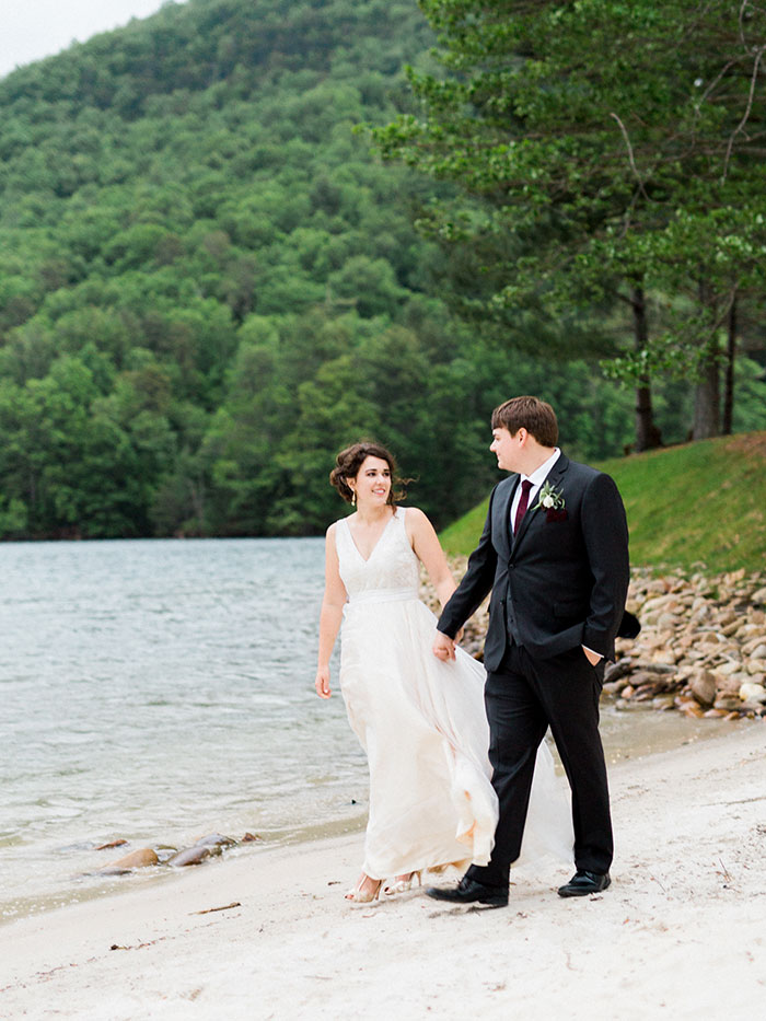 pink-raspberry-lodge-mountain-north-carolina-wedding-inspiration30