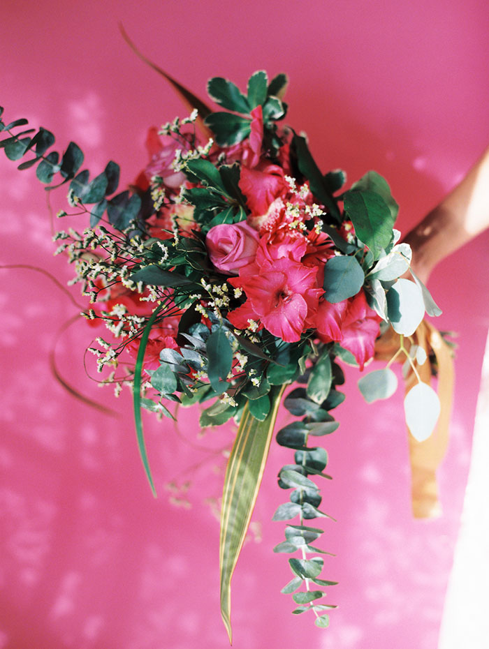 tropical-pink-hawaii-contemporary-art-wedding-inspiration17