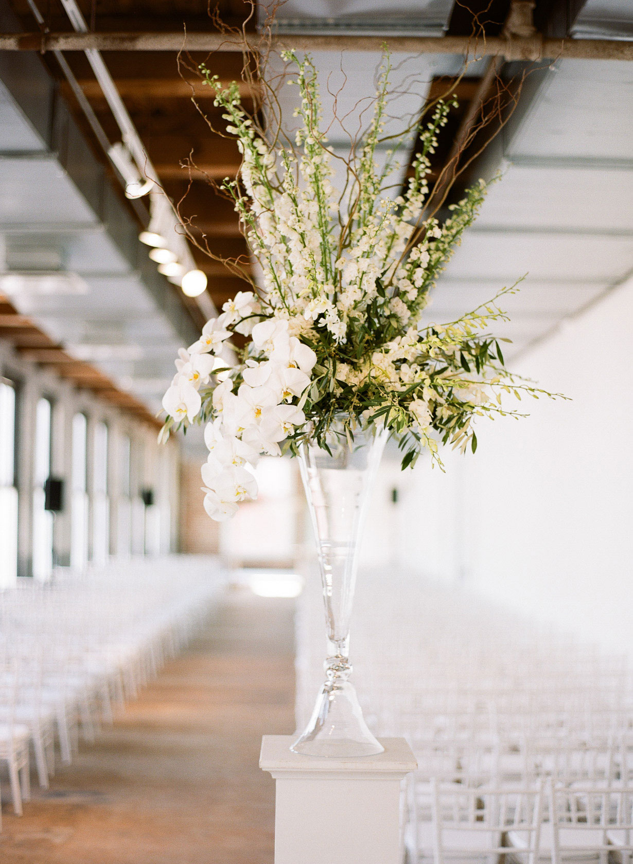 contemporary-arts-center-new-orleans-modern-orchid-wedding-inspiration01