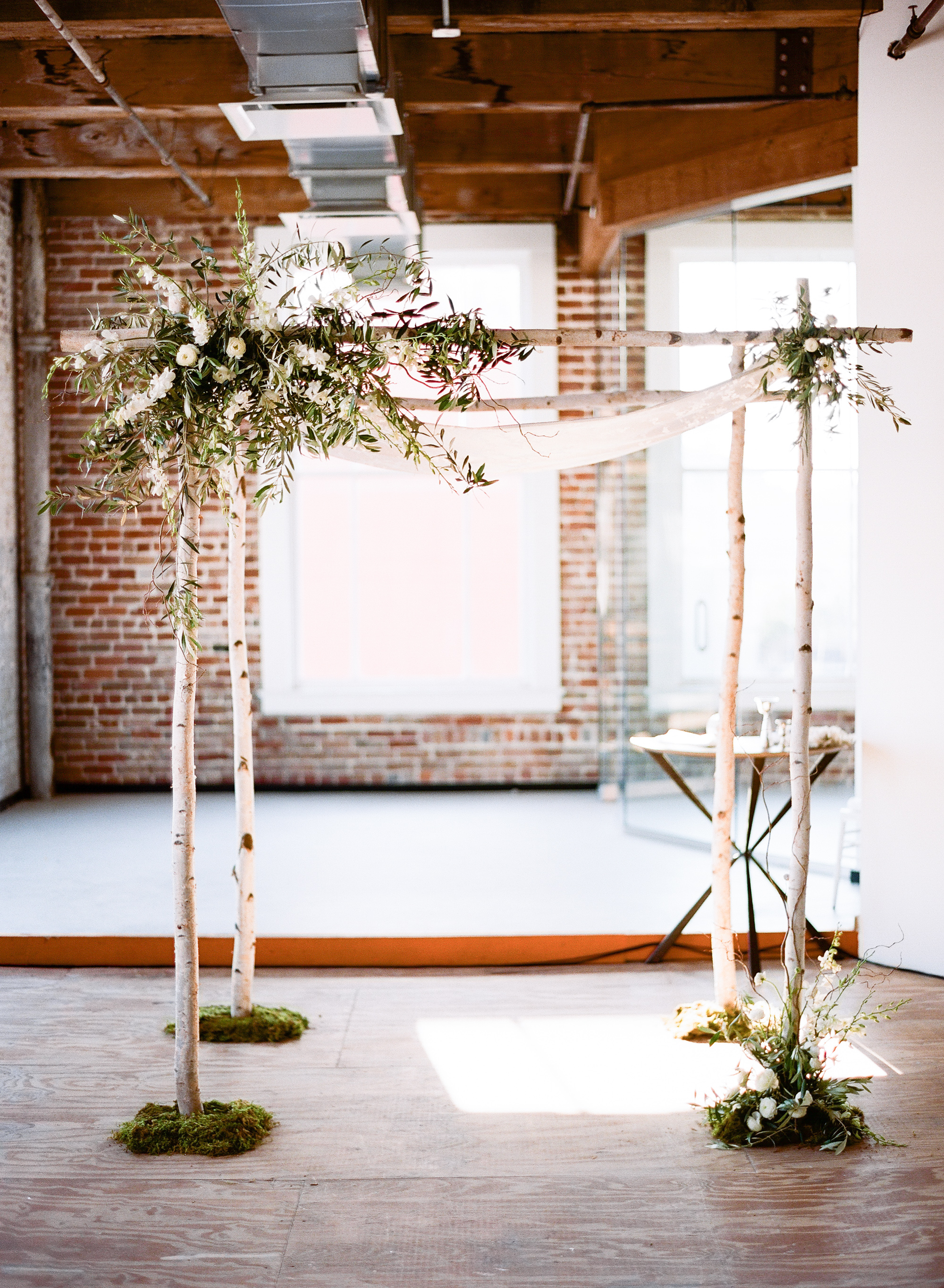 contemporary-arts-center-new-orleans-modern-orchid-wedding-inspiration07