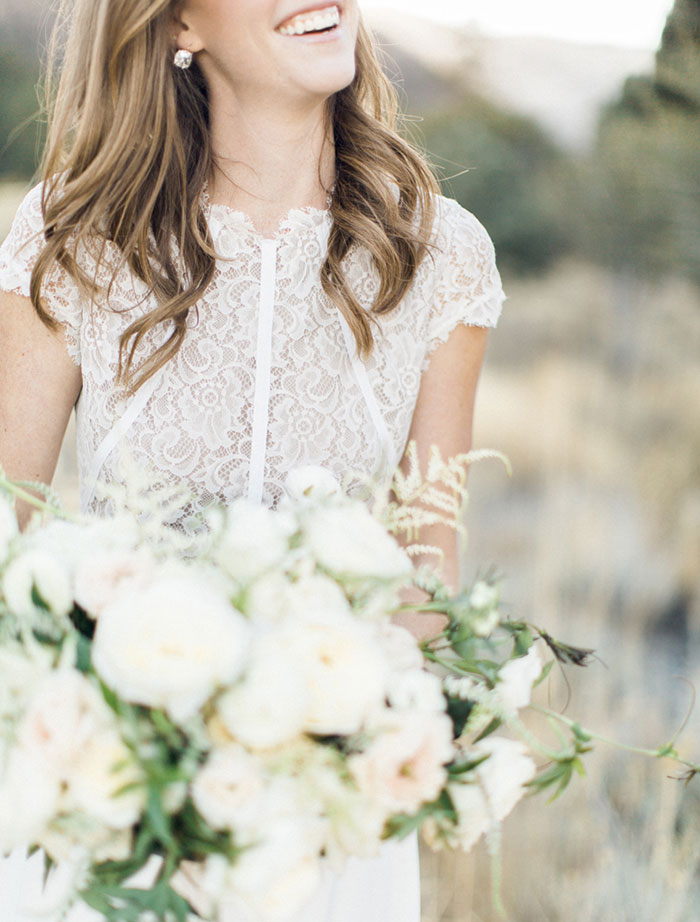 desert-anniversary-white-black-lace-organic-romantic-wedding-inspiration09
